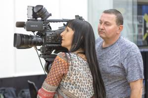 Eckhart Köll als Filmproduzent mit Julia Polai beim Dreh des SKYLINE-Tanz- und Musikvideos. Foto: SKYLINE Music Int./Christian Wucherer